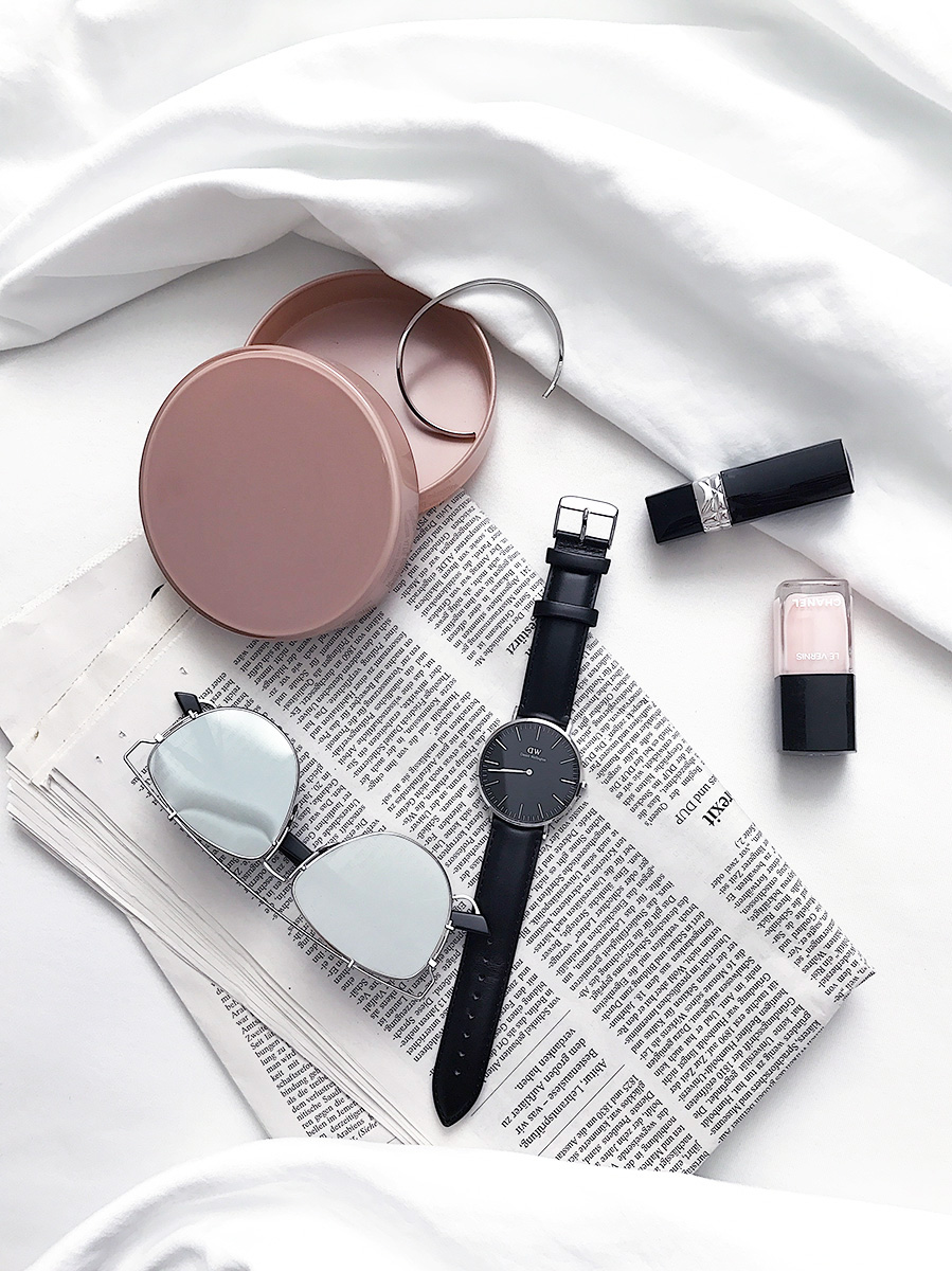 Daniel Wellington classic watch sunglasses newspaper lipstick cuff Nail Lacquer bedding Blog post on Lifetime-pieces.com