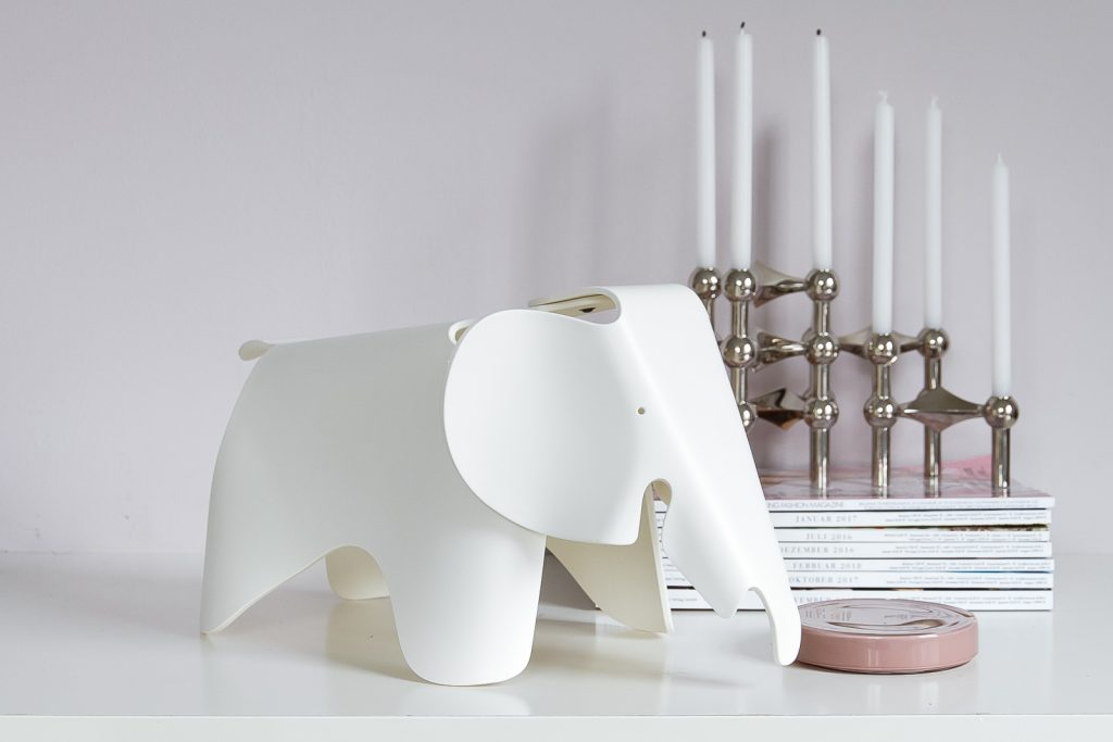 White Vitra Elephant small by Ray & Charles Eames, imm cologne trade fair, blog post on lifetime-pieces.com