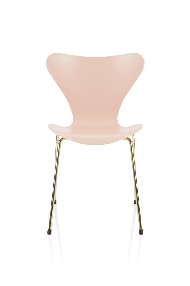 Arne Jacobsen Design Icons - AJ The Series 7™ Chair - on Lifetime-Pieces.com