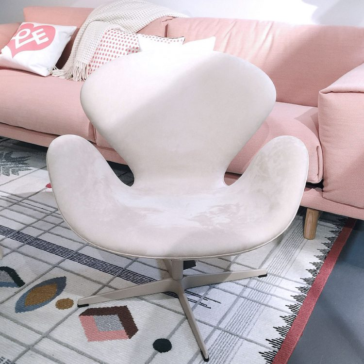 Arne Jacobsen Design Icons The Swan™ Chair on Lifetime-Pieces.com