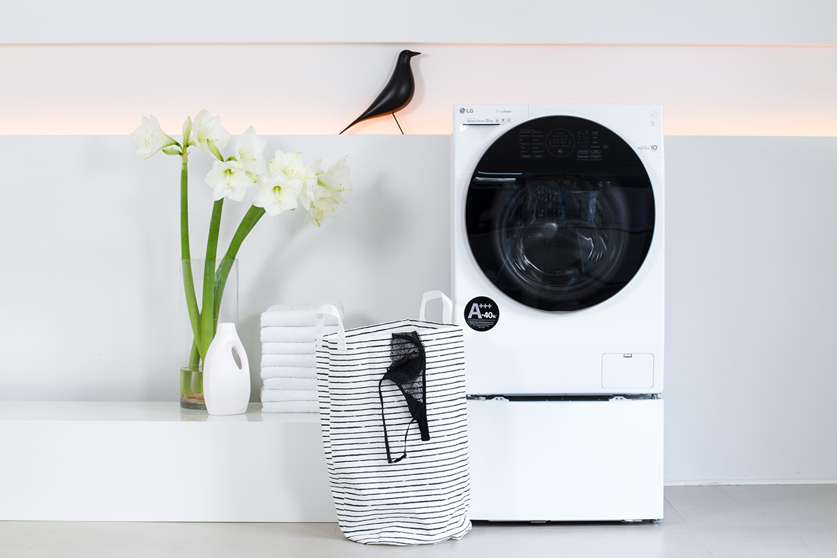 washer, washing machine, laundry, folded, white flowers, liquid laundry detergent bottle, picture from LG TwinWash blog post on lifetime-pieces.com