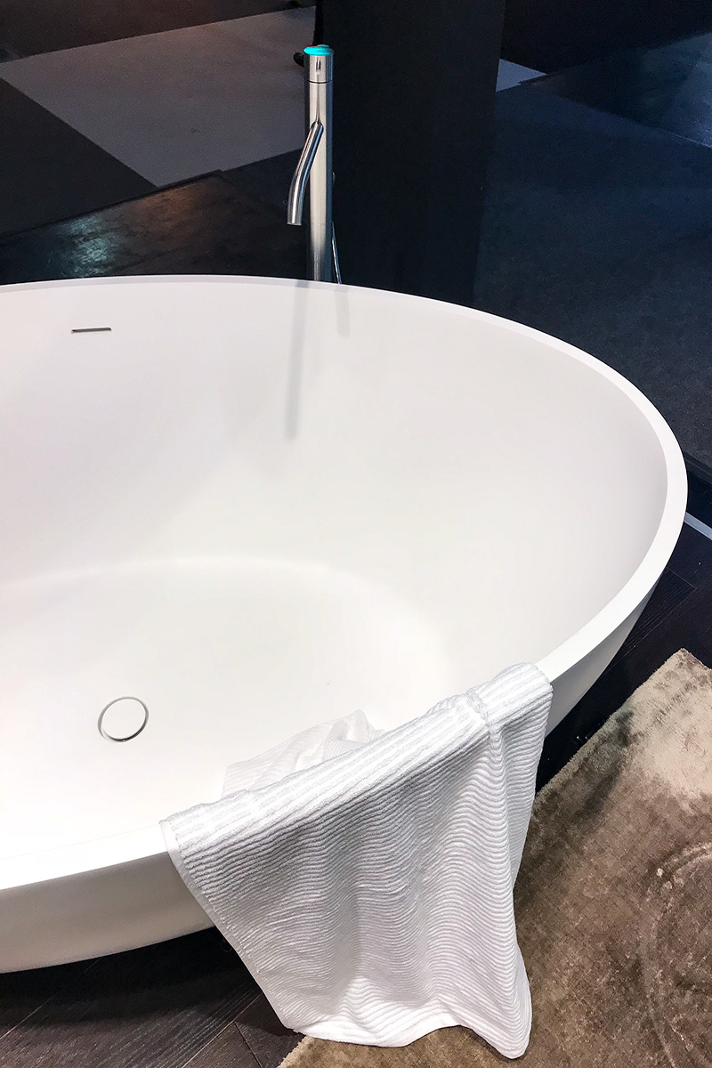 bathtub, exhibitor stand vallone bathroom, imm cologne trade fair 2018, blog post lifetime-pieces.com