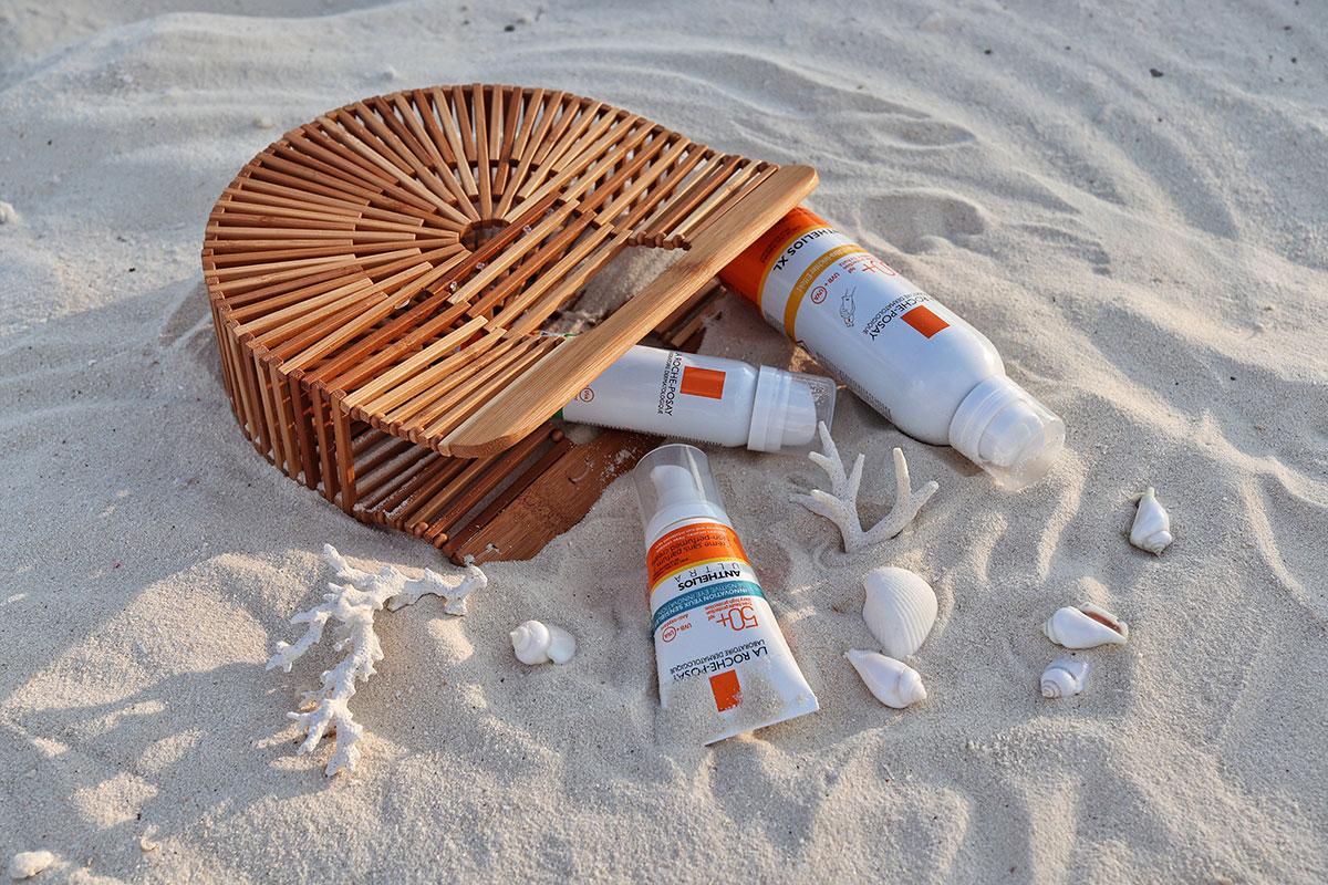 La Roche-Posay Anthelios Sunscreen, Sprays, beach bag, sand, shells, corals, blog post about Maldives on lifetime-pieces.com