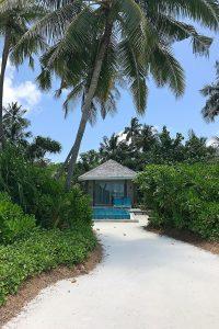 Kandima, beach villa, palms, blue sky, beach, white sand, blog post about Maldives on lifetime-pieces.com