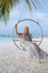 Kamdima, woman sitting in a swing set, beach, palms, white sand, sea, Indian ocean, blue sky, blog post about Maldives on lifetime-pieces.com