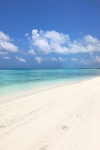 Kandima, Indian Ocean, sea, blue sky, beach, white sand,blog post about Maldives on lifetime-pieces.com