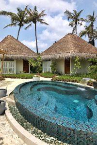 Fushifaru, spa area, huts, palms, oval pool, plants, blue sky, white clouds, blog post about Maldives on lifetime-pieces.com