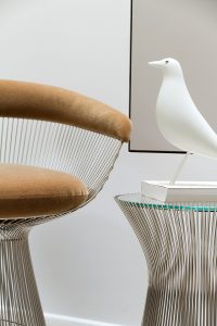 Knoll Platner Chair and siede table, Vitra Eames-House Bird, Markanto Designklassiker