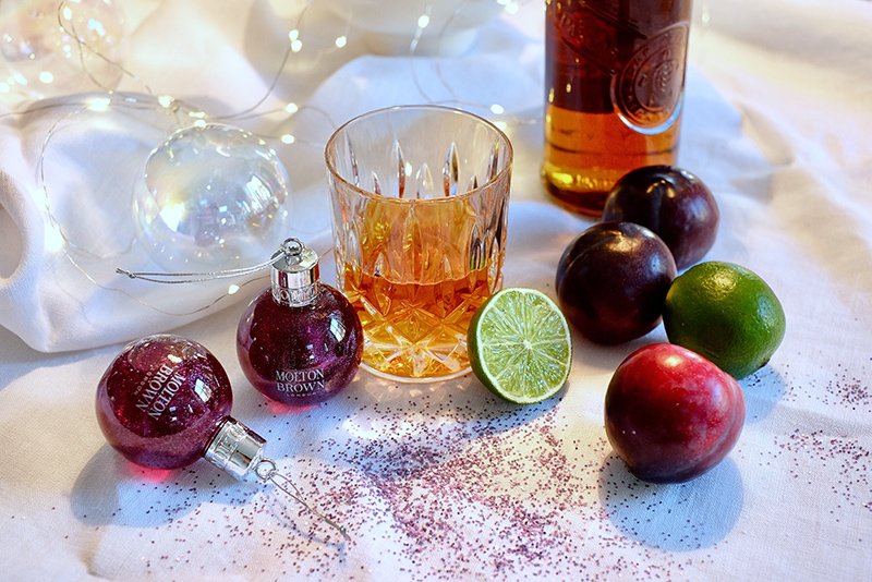 Molton Brown, Muddled Plum, Festive Bauble, Scented Glitter, Rum, Cocktail, Plums, Lime, Limette, Pflaume
