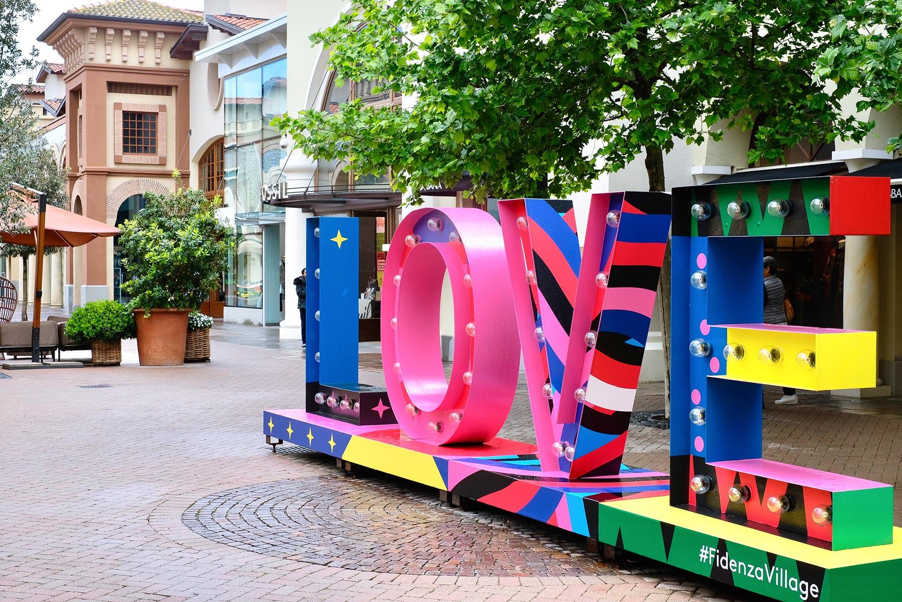 Fidenza Village, Love, Art, Kunstwerk