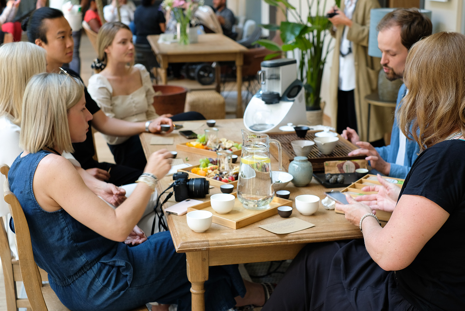Temial Bollger Event, Teeseminar, Teeverkostung, Tisch, Tee, Yoga, Temial, Achtsamkeit, Teafulness, Mindfulness, Lifehack