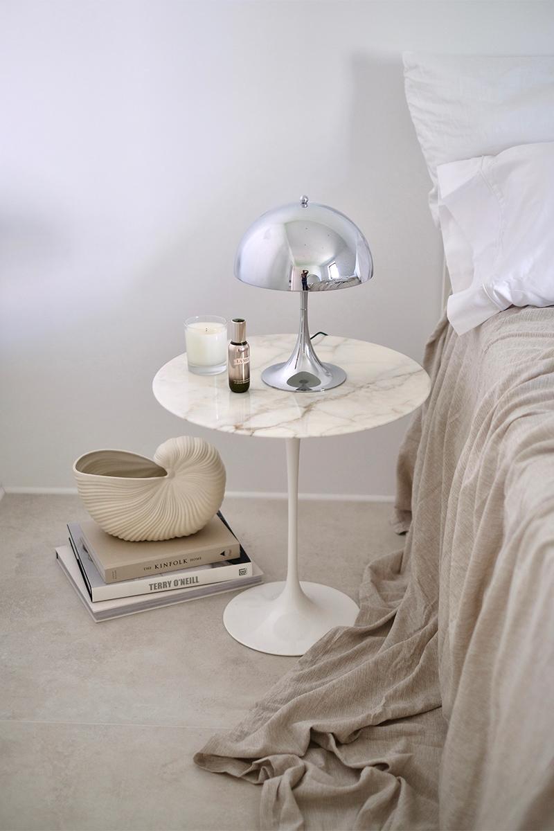 Schlafzimmer, Nachttisch, Fliesen, Beige, Grau, Trends, Nachttisch, Leuchte,